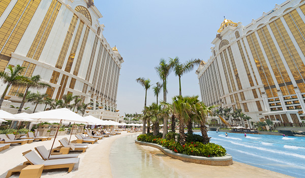 Image:Pool Hotel Okura Macau