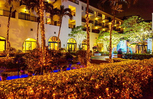 イメージ:ホテル日航アリビラ/ヨミタンリゾート沖縄・夜のパティオ